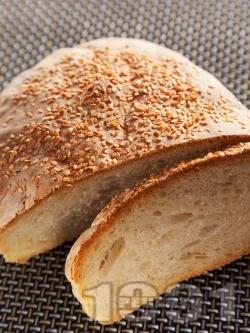 Питка от пшеничено и ръжено брашно със сусам (с мая) - снимка на рецептата